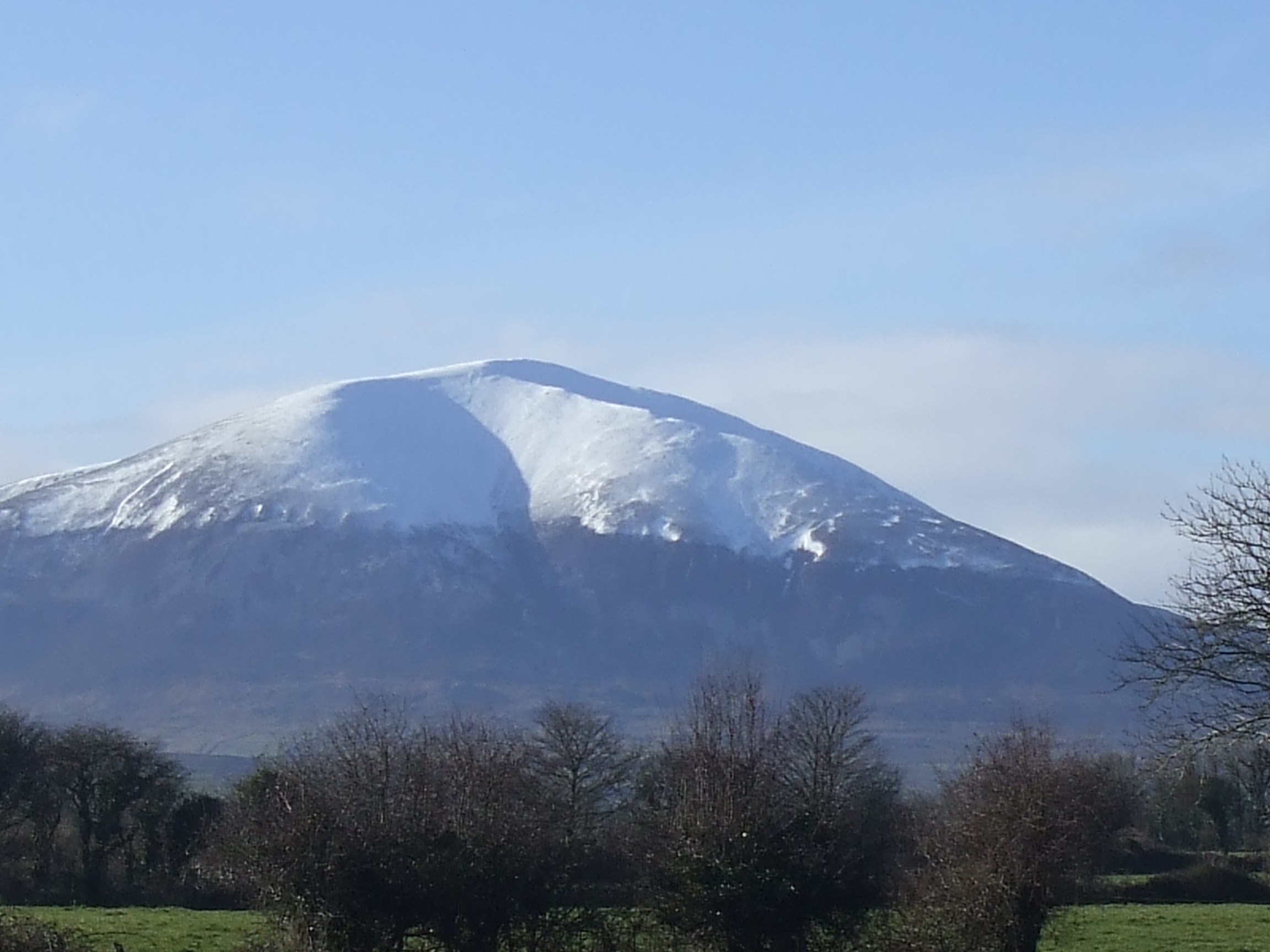 Nephin Mountain (806 m).